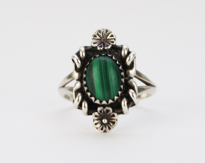 Vintage 1970s Floral Sterling Silver Green Stone Ring