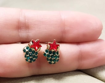 Glove Star christmas Earrings / simple cute earrings / Minimalist Earrings/