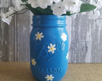 Pint size Mason jar with daisies