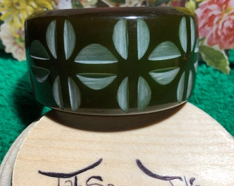 Beautiful Bangle Jade Etched Flower