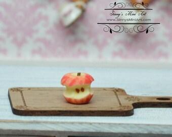 1:12 Dollhouse Miniature Apple Core/ Miniature Apple BD P055