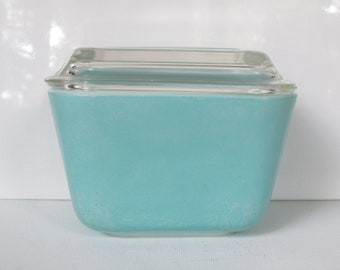 Pyrex Turquoise Blue Refrigerator Dish 501 with Lid/ 1950's Vintage 1 1/2 cup Covered Dish with Ribbed lid