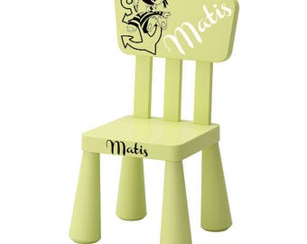 Green Chair personalized with a bear on an ink and a name.