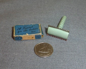 """Miniature Laurel Razor for Women, Green Bakelite and Chrome, with 2 blades in Box Razor is 1.5"""" long x .75"""" wide"""