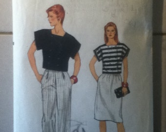 "Vogue Top, Pants & Skirt Pattern 8653  Size: 8, Bust 31"", Waist 24"", Hip 33"""