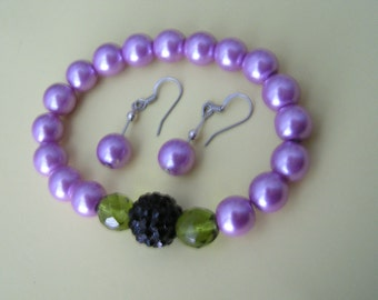 Beautiful blackberry pearl stretch bracelet with earrings and blackberry focal bead- Free US shipping