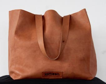 Spacious shopping from Swiss chamois leather. Vegetable tanned.