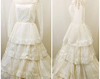 Vintage 70's Lace Wedding Dress Long Sleeve A Line Style  Size 10