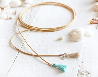 Cozumel necklace, chocker style, sand-colored waxed cord, turquoise and cream pompon, beach style, summer jewel, for women