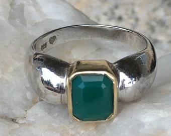 Beautiful vintage Sterling Silver green stone ring SZ 9