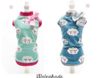 Sleeveless T-shirt in cotton jersey printed with clouds for pets. Teal Green and Powder blue. Sizes: XS-S-M-L-XL. S-M for Dachshund