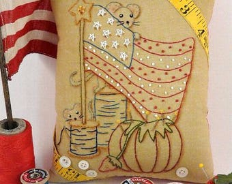 Yankee Doodle Mousey embroidery Patterrn PDF - primitive Mouse mice