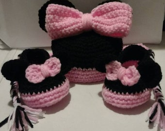 Cute Crochet Minnie Mouse Hat and Shoe Set