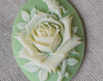 6 pcs of pink rose cameo 30x40mm -0400 cream on  green
