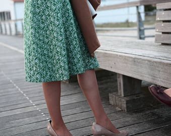 vintage dress / 70 retro mod dress / pattened fall dress / shirtwaist dress / green and white / geometric / US 6