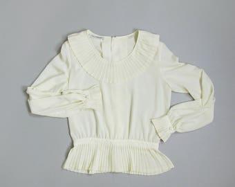 Vintage 1980s Poet Blouse. 80s Cream Blouse. Ruffle Collar Peplum Blouse. Medium