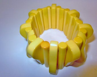 1930's Expansion Buttery Yellow Bakelite Bracelet
