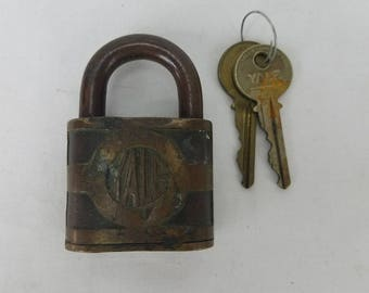 Yale & Towne MFG #27259 Co Antique Prison Cabinet Brass Padlock Functioning Key