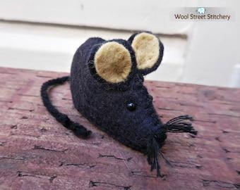 Small black mouse, handmade felt mouse, stuffed mouse soft toy, mouse gift, felt stuffed animal