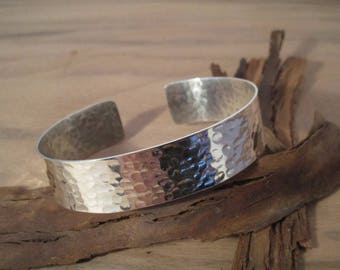 Silver 925/1000 Sterling, hammered cuff pattern