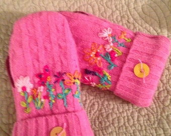 G30   Adorable girls felted wool mittens with hand embroidery size 4-6