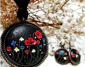 Necklace and earrings with beautiful flowers