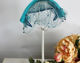 Vintage 1950s Teal Blue Hat with Birdcage Veil and Swiss Dot Tulle Trim / Women's Vintage Curvette Hat / Fascinator Hat / Millinery