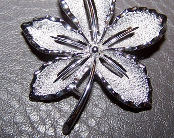 """Lovely Lacy Leaf Vintage Sarah Coventry """"IVY"""" Brooch / Pin  -  Silver tone  -  1960'S  -  Like New Condition / GIFT QUALITY"""