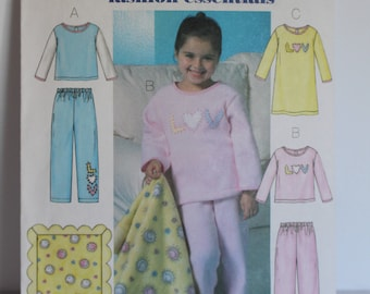 Butterick B4339 Fast and Easy pajamas, nightgown and blanket