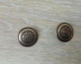 Set of 2 vintage metal buttons