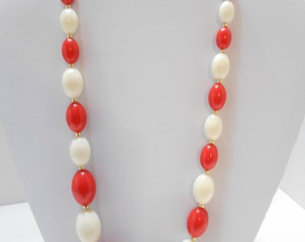 """Vintage 24"""" Red And White Oval Beaded Necklace (4986) (BP)"""