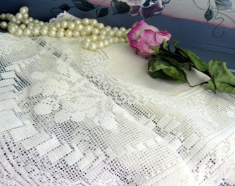 Vintage Linen and Lace Table Runner, Lace Dresser Scarf, Netted Lace, Dresser Scarf, Cream, by mailordervintage on etsy