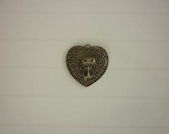 heart shape 1 large cat Locket charm
