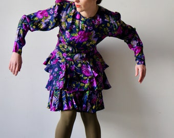 A woman like you / Maggy London dress with ruffle / floral printed purple fuchsia on Navy background / Vintage 80s size 8-10