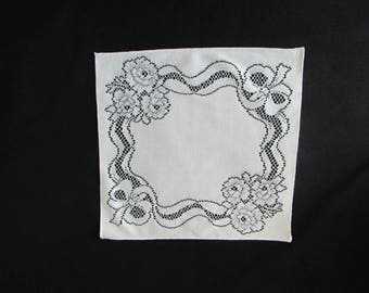 Free Shipping in USA Set of 6  off White Dinner Napkins  2633