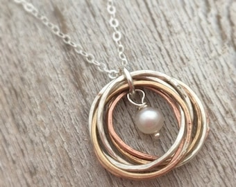 Interlocking Circles Necklace - Mixed Metal Interlocking Rings - Bestfriend Gift for Mom - 60th Birthday - 6th Anniversary - Russian Rings