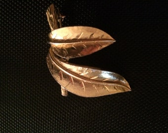 vintage double leaf design brooch pin stamped 178, good condition,