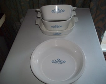 Corning Ware Set of 4- 1 1/2Quart & 1 3/4 Quart, and 9 inch CornflowerPan and 1 Pan Plate