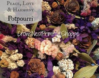 Paix, amour et harmonie pot-pourri mélange de fleurs violettes, des épices, des gousses de parfumé un mélange de bois de santal, patchouli, rose, épices et agrumes