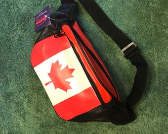 Oh, Canada! Vintage pleather fanny pack!