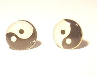 Stud Earrings round ying yang black and white with button