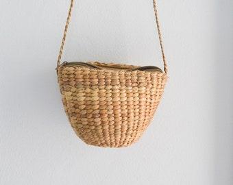 Pequeño bolso de la paja • tejer tailandés seagrass bandolera • hecho a mano paja bolsa • shell • borla pequeña libre de llavero