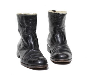 Vintage Men's Black Leather Pull On Boots / size 8