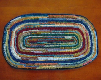 Rughooked Table Topper - Hit or Miss Rug No# 1