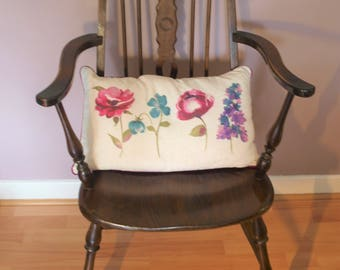 Windsor antique style chair