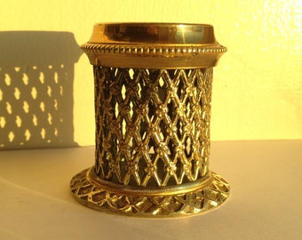 Pretty Latticework Antique Go to Bed Vesta holder/striker