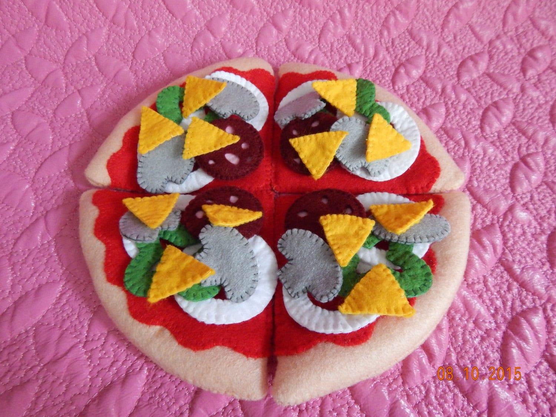 filz pizza mit w rstchen und pilzen filz spielen essen so. Black Bedroom Furniture Sets. Home Design Ideas