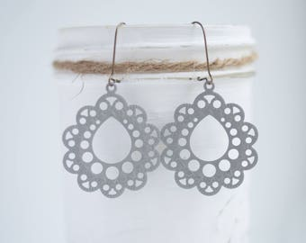 """NEW The """"Lacee"""" Medium Scallop Filigree Earrings - Ultra Lightweight - Great for Gifts (22 colors)"""