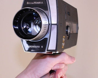 vintage filmsound 8 movie camera 433 bell and howell - case too - reserved for feudal