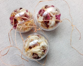 Decorative balls with dried flowers